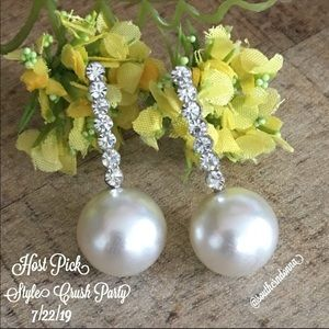 💕HP🎉Beautiful Faux Pearl and Crystal Earrings